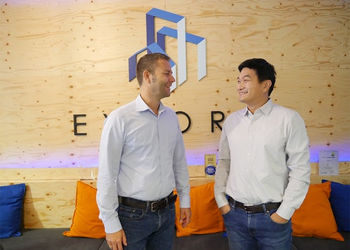 Patrick Hartmann (Head of Operations, Exporo Investment GmbH) und Dr. Khanh Dang Ngo (General Counsel, Exporo AG)